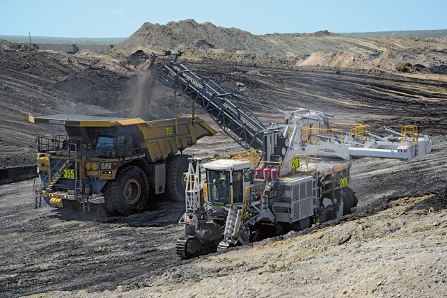 The new Eagle Pass Mine began selectively mining the thin coal seams with a Wirtgen type 4200 SM surface miner in October 2015.