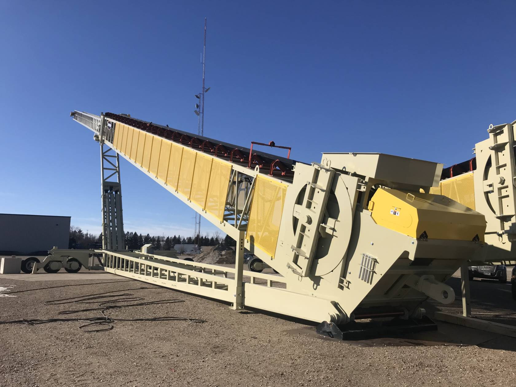 Superior Builds Longest Road-Portable Telescoping Conveyor