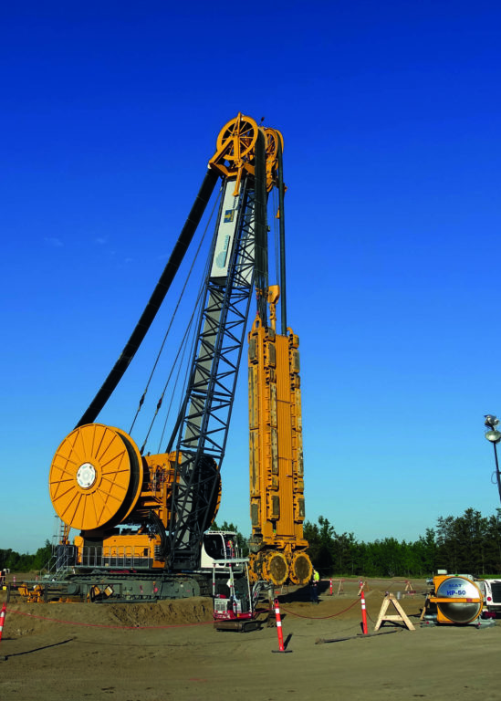 A BAUER BC 50 cutter on a BAUER MC 96 duty-cycle crane is used for bulk sampling to a maximum depth of 250 m.